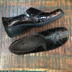Clarks Bendable Brown patent Leather Loafers